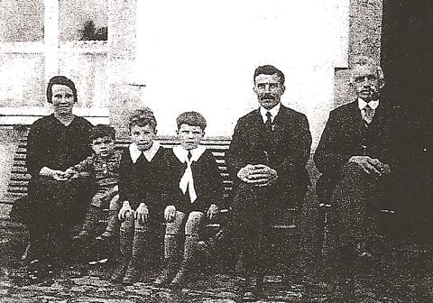 LA FAMILLE DE JOSEPH COULON, ET MODESTE, LE GRAND-PERE.